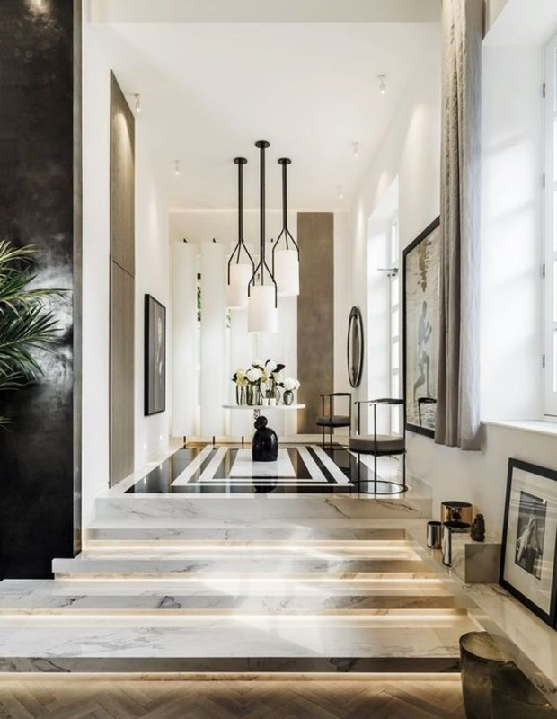 Kelly Hoppen: Let's Check inside the British Designer's House!