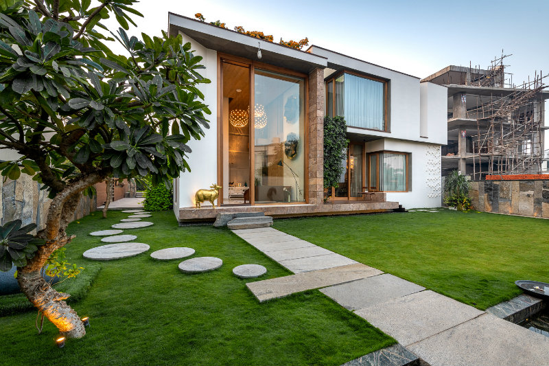 SUSTAINABILITY MEETS LUXURY IN THIS SPRAWLING RESIDENCE