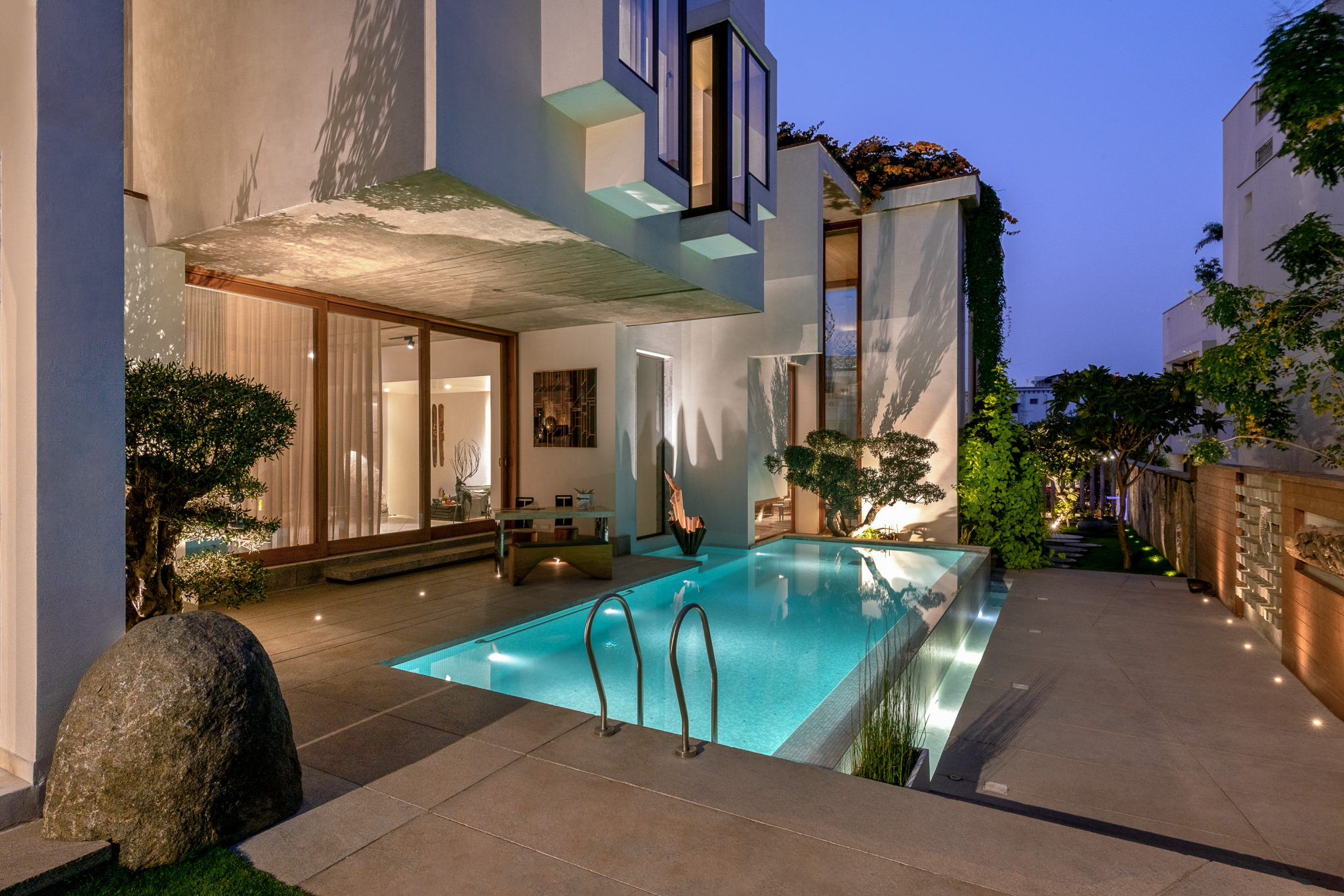Amazing Pools That Epitomize Your Luxury Outdoor Living at Its Finest