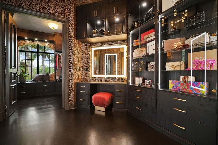 A ROMANTIC VIBE WITH ECLECTIC ACCENTS