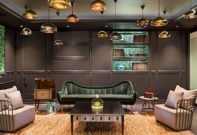 OFFICE PROJECT WITH A LUXURIOUS MID-CENTURY DESIGN
